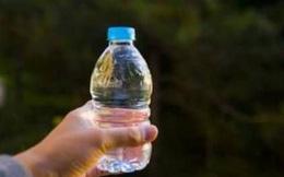 Sinh xong mới biết không phải của chồng, người mẹ đã dùng 1 chai nước tìm ra bố đẻ của con