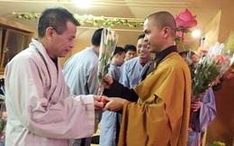 Bất ngờ với người bố Phật tử giàu có của Tinna Tình