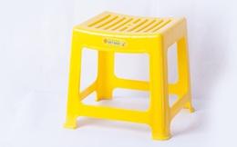 Vì sao trên mặt ghế nhựa luôn có một lỗ nhỏ hình tròn?