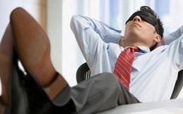 Phó phòng say rượu, ngủ gác chân lên bàn trong giờ làm việc bị cách chức