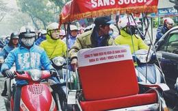 Phố Hàng Bông tắc dài vì người Hà Nội đổ xô xếp hàng chờ mua bánh chưng, giò chả