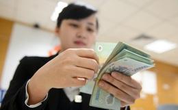 Hàng loạt ngân hàng mạnh tay nâng lương, chi thưởng cho nhân viên