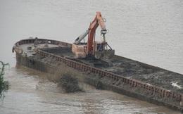 Vụ 'tàu lạ' xả chất thải ra sông Hồng: Tạm đình chỉ công tác 3 cảnh sát đường thủy