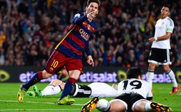 """Messi cán mốc """"khủng"""", cùng Barca... dâng cúp vô địch cho Madrid?"""