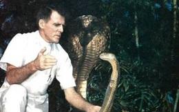 """Huyền thoại """"người rắn"""" trăm tuổi"""