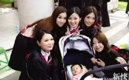 Mỹ nữ Trung Quốc vừa học vừa cho con bú gây tranh cãi