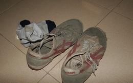 Cậu bé nghèo đổi giày rách lấy giày mới và cái kết quá cay đắng