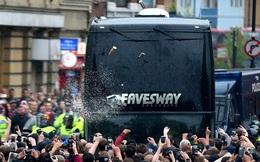 """Xe buýt bị tấn công, sao Man United vẫn hồn nhiên """"tự sướng"""""""