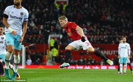 Old Trafford vỡ òa với cảm xúc ngày Bastian Schweinsteiger trở lại