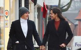 Tiếp tục bị bỏ rơi, sao Man United thong thả đưa vợ đi ăn