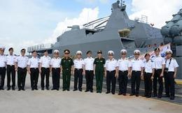 Chiến hạm Đinh Tiên Hoàng hiện diện tại Singapore
