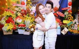 Quang Hà ôm chặt Hương Tràm trong tiệc sinh nhật