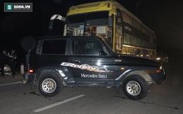 Nhiều người hoảng loạn khi xe khách tông rồi đẩy văng ô tô hàng chục mét trên quốc lộ