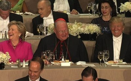 """Trump và Clinton tiếp tục cạnh khóe nhau """"tóe lửa"""" tại gala gây quỹ"""