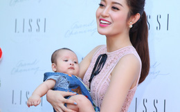 Á hậu Huyền My cười hớn hở khi bế em bé tại sự kiện