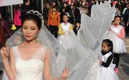 Cô dâu chơi trội diện áo dài 101m