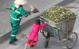Xúc động mạnh với cô bé phụ mẹ quét rác trên đường phố