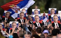 """Serbia: Muốn tiền của phương Tây nhưng """"không dám buông tay"""" Nga"""