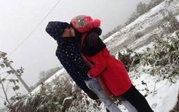 Những cặp đôi tình tứ, hôn nhau giữa cảnh tuyết Sa Pa