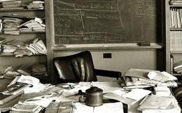 Nếu bàn làm việc của bạn bừa bộn như của Einstein, bạn đang có yếu tố của 1... thiên tài!