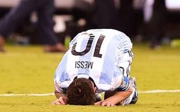 Messi mặt trắng bệch, thẫn thờ nhìn Chile ăn mừng