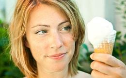 """Ăn kem quá lạnh giữa trời nóng như bây giờ có thể làm bạn """"tê não"""", tại sao vậy?"""