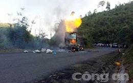 Xe tải đang chạy trên đường bỗng nhiên bốc cháy dữ dội