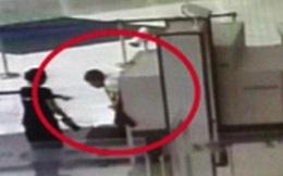 """Sợ mất thời gian, hành khách đã làm một việc khiến nhân viên sân bay """"đứng hình"""""""