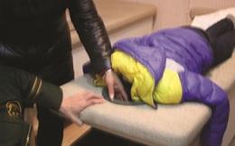 Mang con trai đi massage, bố mẹ gặp tình huống trớ trêu