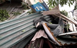 Bê tông bất ngờ đổ xuống mái nhà, 13 người may mắn thoát nạn