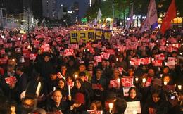 """Hàn Quốc: Đối lập cáo buộc Tổng thống bị tà đạo """"mê hoặc"""", biểu tình rung chuyển Seoul"""