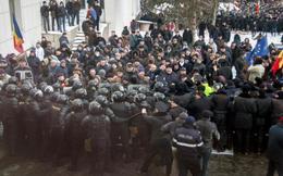 Biển người biểu tình phong tỏa tòa nhà quốc hội Moldova