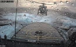 """""""Thót tim"""" cảnh trực thăng hạ cánh lên tàu trong sóng dữ"""