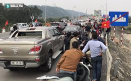 """Clip: Cả trăm người dùng gần 50 ô tô chặn xe, """"vây"""" cầu Bến Thuỷ 1"""