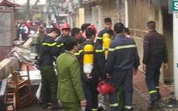 Cảnh sát phá cửa phụ, xông vào nhà dập tắt đám cháy