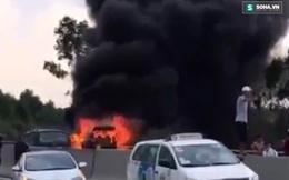 Clip: Xế hộp bốc cháy ngùn ngụt trên cao tốc Trung Lương