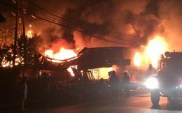 Cảnh sát PCCC trắng đêm dập lửa cứu chợ tạm