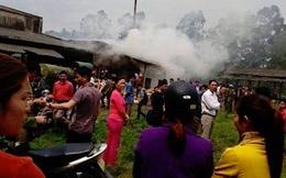 Cháy ngùn ngụt ở xưởng gỗ, cả trăm người kéo vào dập lửa