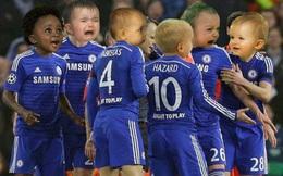 """Ibrahimovic lại biến Chelsea thành """"những đứa trẻ khóc nhè"""""""