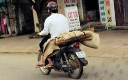 Chở xác chết bằng xe máy dễ phát tán dịch bệnh nguy hiểm