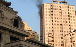 Người dân hoảng loạn vì khói và lửa bốc lên trong khu chung cư
