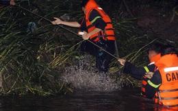 Hơn 100 người xuyên đêm tìm bé trai bị nước cuốn trôi xuống cống