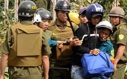 Vụ CA xã cướp máy ảnh phóng viên: Xin lỗi nhưng không đền bù