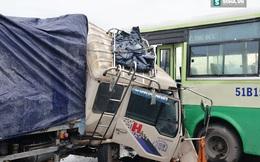 Xe tải tông xe buýt, hành khách la hét thất thanh tìm lối thoát