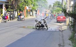 Xe máy bốc cháy dữ dội ngày mùng 1 Tết