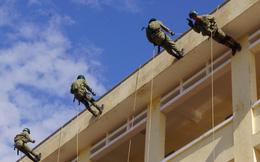 Bạn có thể trèo đèo lội suối như người lính chỉ bằng 1 sợi dây?