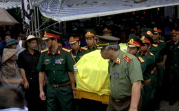 Tiễn đưa Bí thư, Chủ tịch HĐND tỉnh Yên Bái trong cơn mưa tầm tã