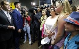 Than cạn tiền, ông Medvedev gây bão mạng xã hội