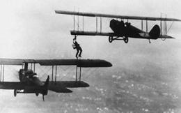 Thót tim với màn tiếp nhiên liệu trên không đầu tiên của thế giới