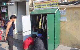 """Tủ quần áo """"ai thiếu đến lấy"""" đặt ở vỉa hè đường phố Hà Nội"""